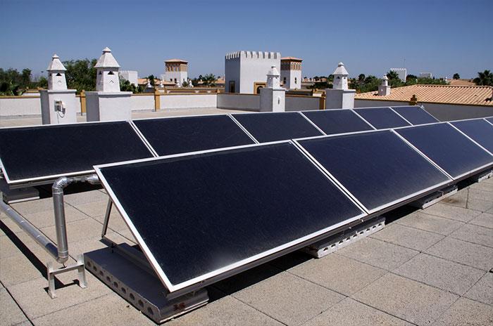 太陽光投資における陸屋根のメリットについて